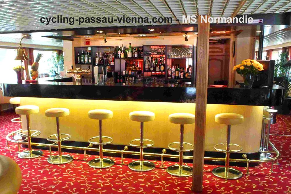 MS Normandie - bar