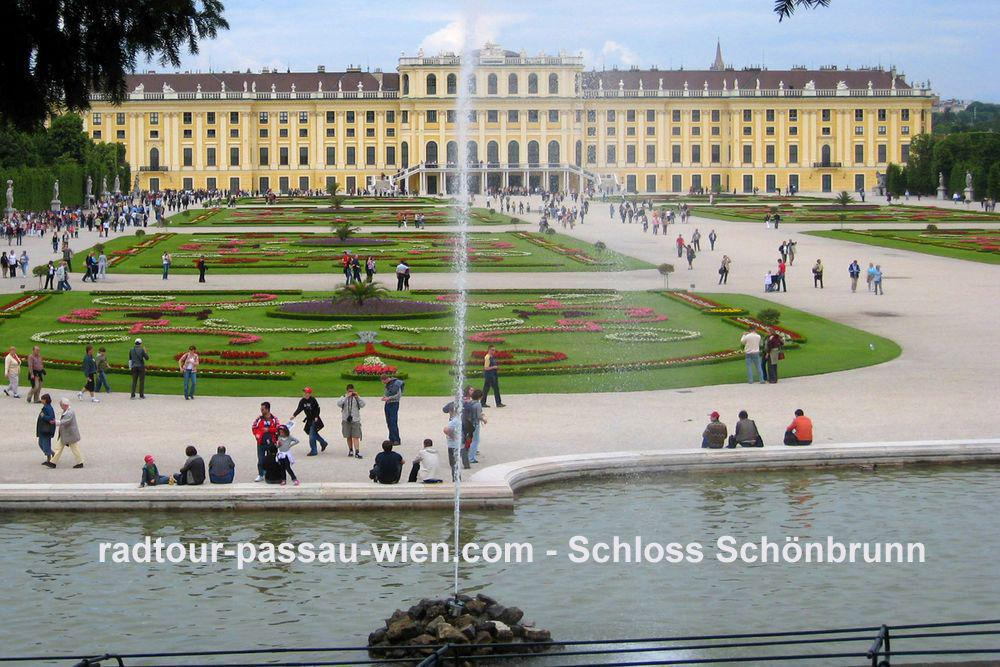 Cycling from Passau to Vienna - Schoenbrunn Palace
