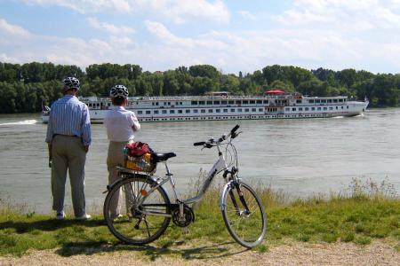 Cycling Passau Vienna - Donau und Donauschifffahrt